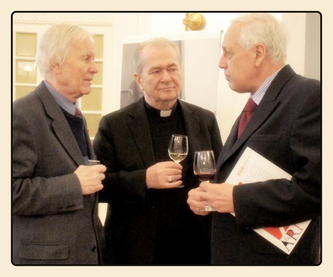 Eugen Simion, PS Ioan Robu si d-nul Sergio Faleschini, preşedintele Vinarte.